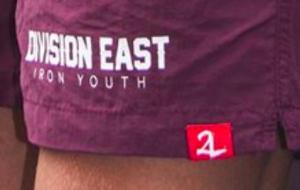 """zusätzliches Logo von """"Black Legion"""": """"2L"""" in geschwungener Schrift"""