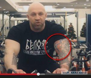 Roman Kvasha mit Nazi-Tattoo