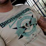 "T-Shirt von ""Walhall Athletik""; Motiv: ""Strength and Honour – Brotherhood"""