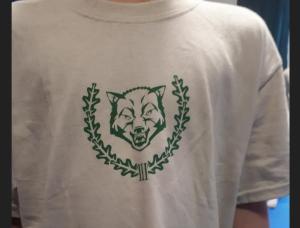 """Eines der T-Shirts der """"AG Körper & Geist"""" die von """"Der Dritte Weg"""" produziert werden"""