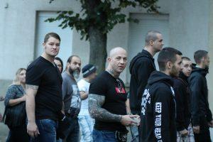 Attila Kinczel (mittig mit Glatze) auf dem Aufmarsch am 16. September 2018 in Köthen (Bildrechte: Pixelarchiv)